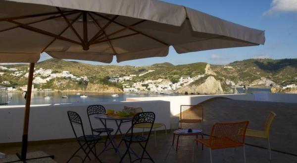 Pro Loco di Ponza - La terrazza sul porto